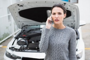 woman-calling-for-emergency-loan-broken-down-car